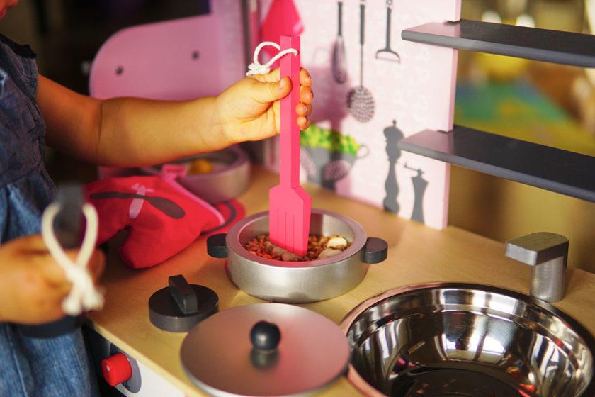 Drewniana kuchnia dla malucha